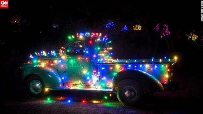 131216162312-irprt-christmas-decorated-vintage-truck-horizontal-large-gallery