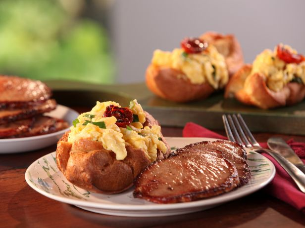 CCBAB306_Black-Pepper-Popovers-with-Vermont-Cheddar-and-Herb-Scrambled-Eggs-with-Maple-Glazed-Bacon-recipe_s4x3.jpg.rend.sni18col