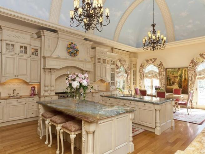 24-Kitchens-with-Jaw-Dropping-Cathedral-Ceilings-24