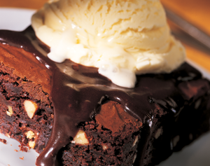 Hot-Fudge-Brownie-a-la-mode