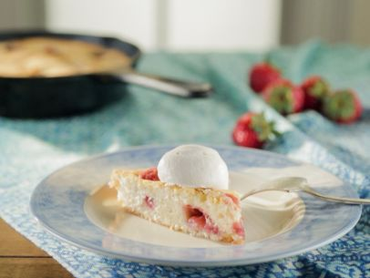 YW0709H_Buttermilk-Strawberry-Skillet-Cake_s4x3.jpg.rend.sni12col.landscape
