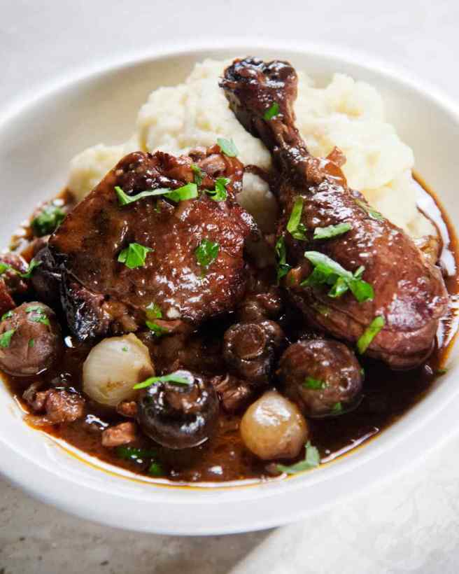 martha-cooking-school-stewing-coq-au-vin_vert