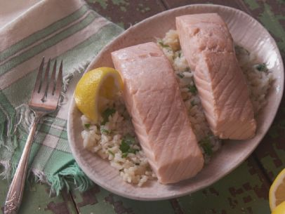 RF0407H_Traditional-Poached-Salmon_s4x3.jpg.rend.sni12col.landscape