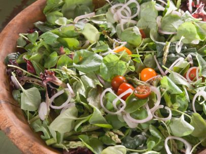 RF0601H_Spring-Greens-Salad-with-Traditional-Ranch-Dressing_s4x3.jpg.rend.sni12col.landscape