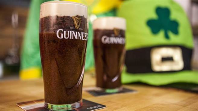 sorted-guinness-cake-stout-icing-today-20160316-tease_b595e088d93aa9ceee3f378a51c0231b.today-inline-large