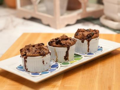 KC0102_Chocolate-Dried-Cherry-Bread-Pudding_s4x3.jpg.rend.sni12col.landscape