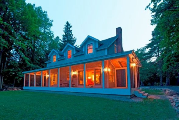 phoca_thumb_l_Sunapee_cottage_exterior_front