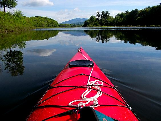 Paddling_to_Ascutney