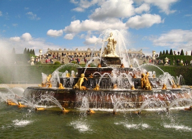 palace-of-versailles-fountain