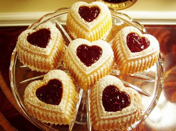 Heart-Cakes-for-Valentines-Day_wm